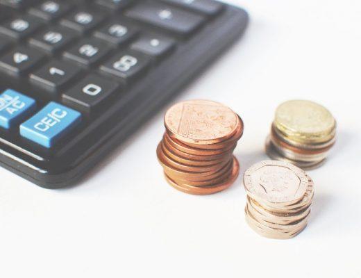 Jakie opłaty pobierają banki przy kredytach